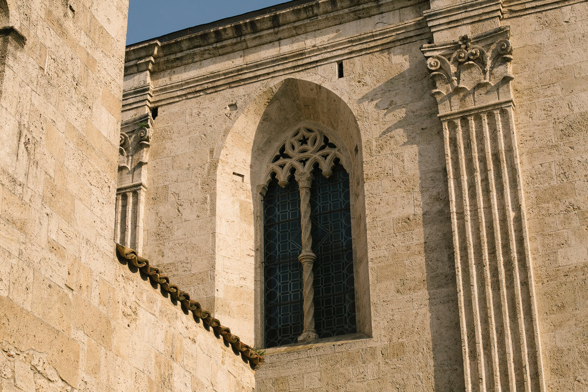 Visit Ascoli Battistero San Giovanni dettaglio bifora
