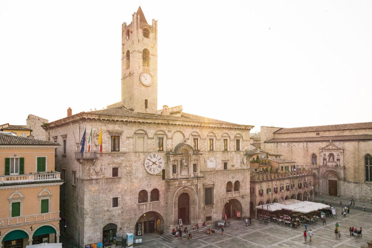 Visit Ascoli Piazza del Popolo - Palazzo dei Capitani