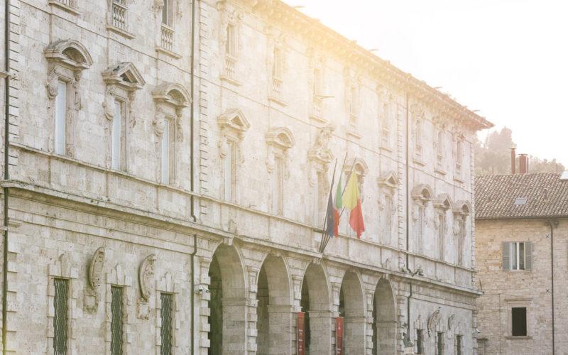 Le piazze principali di Ascoli Piceno: Piazza Arringo