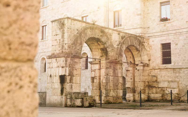 I resti romani e medioevali di Ascoli Piceno: Porta Romana