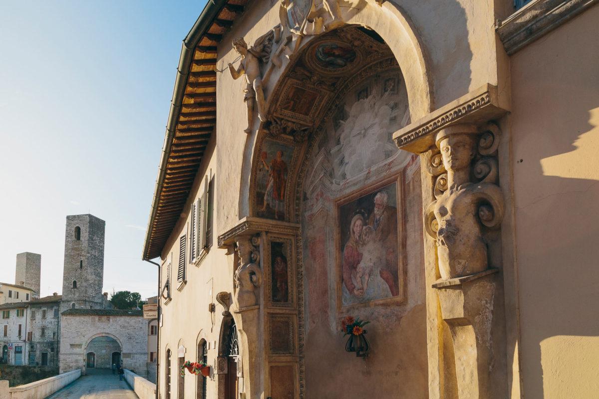 Visit Ascoli edicola sacra Porta Solestà