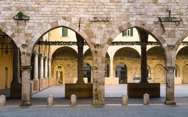 Itinerario francescano ad Ascoli Piceno: il Chiostro Maggiore del complesso monumentale di San Francesco