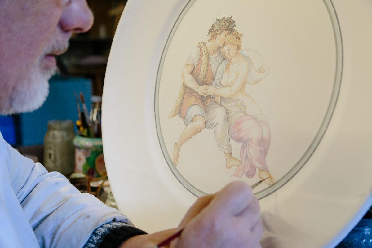 Visit Ascoli Museo della Ceramica decorazione di un piatto