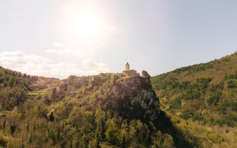 Castel Trosino, medioevo e natura incontaminata alle spalle di Ascoli Piceno