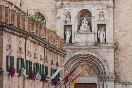 Visit Ascoli scorcio Piazza del Popolo e Chiesa di San Francesco