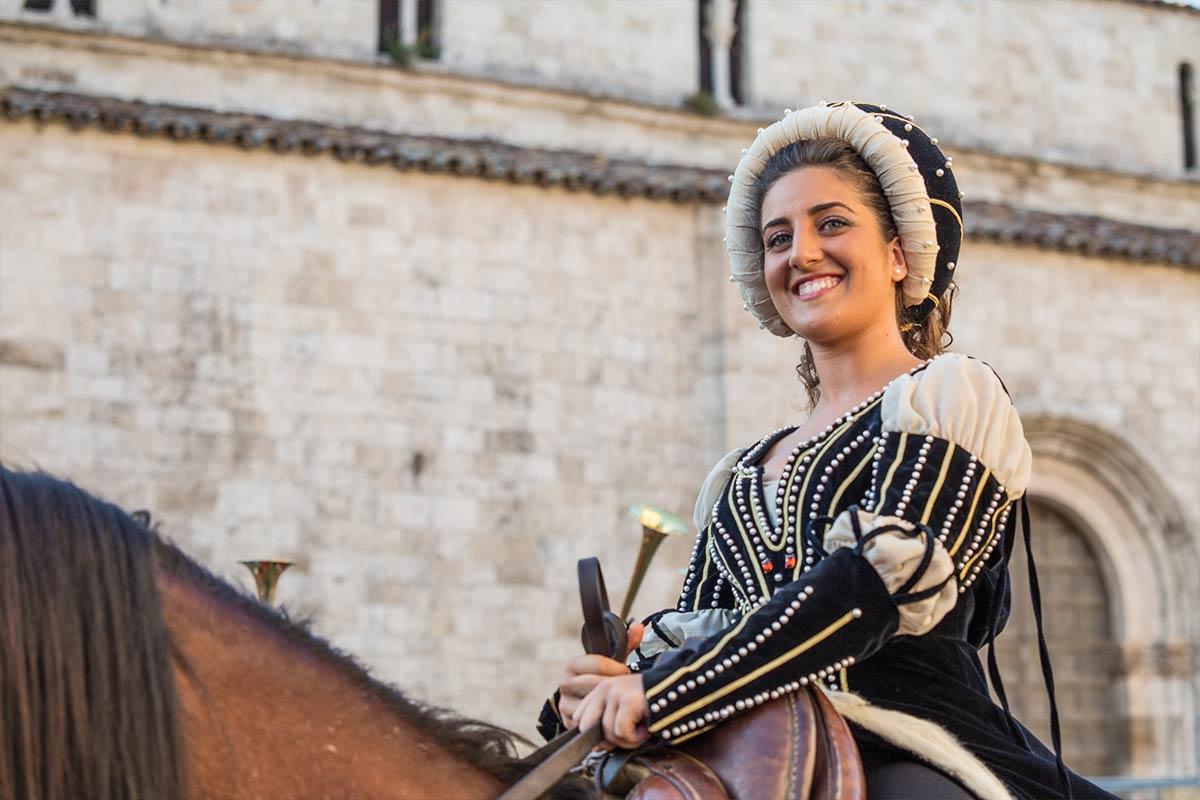 Visit Ascoli la rievocazione ed il corteo della Quintana